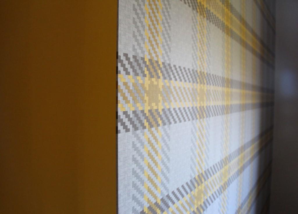 detailansicht-mustertapeten-im-individuellen-farbkonzept-arbeitszimmer-2